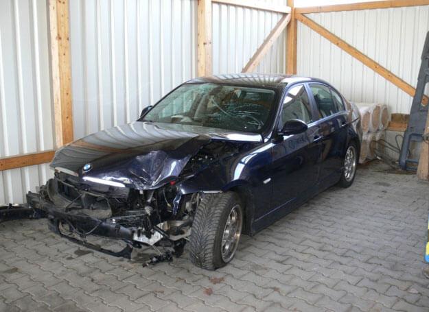 KFZ Sachverständiger: Zur Bezifferung von Art und Umfang eines Fahrzeugschadens führen wir die neutrale und unabhängige Ermittlung der Schadenhöhe für unsere Auftraggeber in Form eines Gutachtens durch. Auf Grundlage dieser Kostenermittlung können die berechtigten Forderungen aus dem Schadenfall gegenüber dem Schadenverursacher bzw. dessen Versicherung geltend gemacht werden.